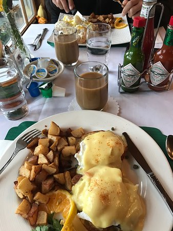 Lily's: Salmon and eggs benedict