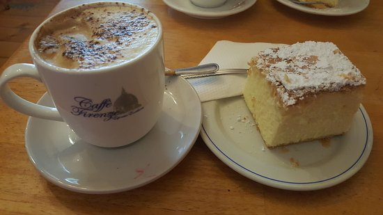 Ross, Australia: Great atmosphere. The vanilla slice is amazing and the Coffee is lovely. The fire was not going