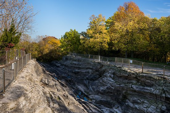 Kelleys Island, OH: Autumn View of the Glacial Grooves