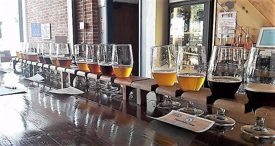 Zephyrhills, ฟลอริด้า: Try a flight (or 4!)  to sample all of our craft beers