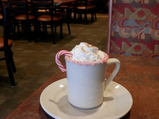 Alliance, Οχάιο: Bobbie Jo's Bailey's hot chocolate confection beverage. It came with a second helping of chocola