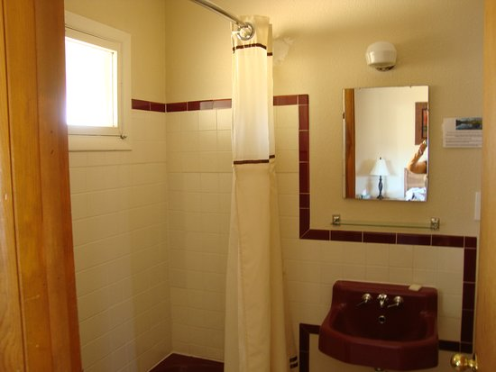 Coyote Mountain Lodge: Bathroom was pretty cute