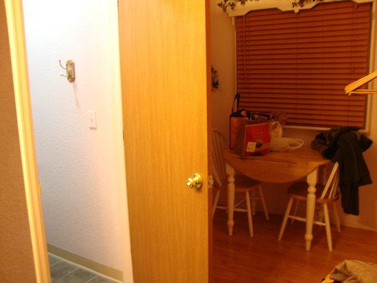 Columbine Inn: Open door is bathroom, beyond is kitchenette