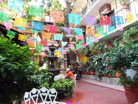 Hotel Posada de Roger: main floor courtyard