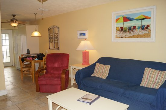 An Island Getaway at Palm Tree Villas: Quaint Living room / Dining room with Full Kitchen