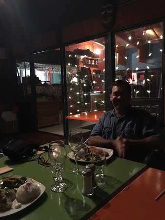 Macleay Island, Avustralya: Inside the veranda dining at The Blue Parrot on Japanese Night