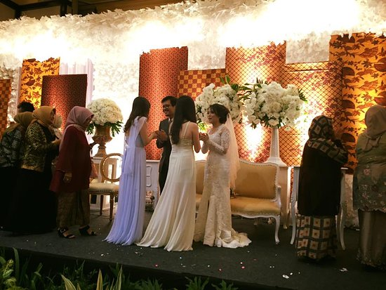 Wedding reception picture of the papandayan bandung tripadvisor the papandayan wedding reception junglespirit Choice Image