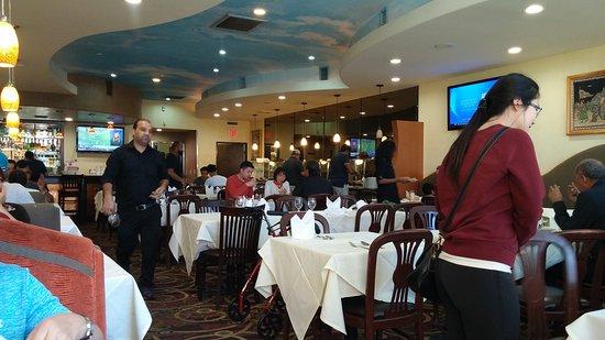 Artesia, Califórnia: Classy dining hall.