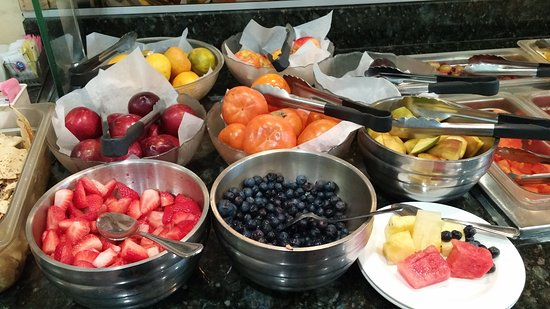 Artesia, CA: Awesome fresh fruit bar.