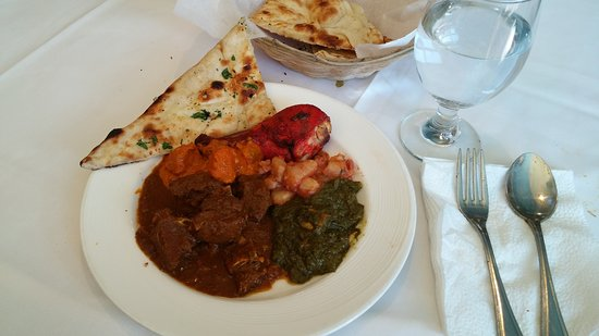 Artesia, CA: Lunch buffet round 2. Fantastic goat curry.