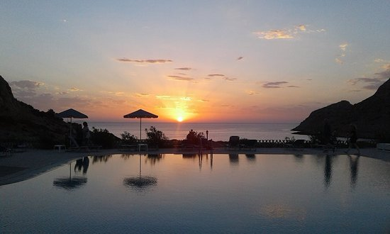 Arkassa, กรีซ: Sunset at Royal Beach Hotel Karpathos