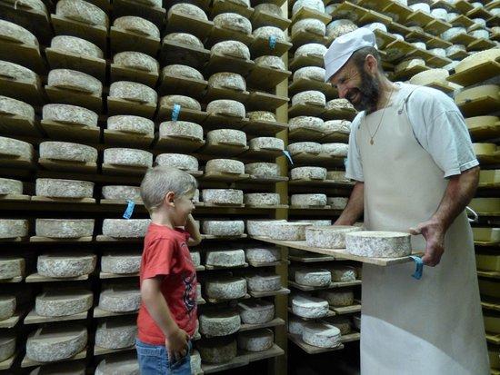 """Guillestre, Prancis: Atelier Consom'acteur """"fabrication de fromages du Queyras"""""""