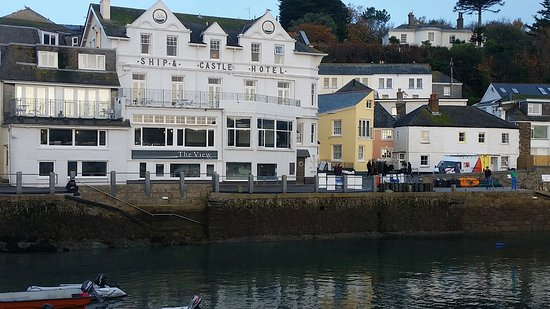 The Ship and Castle Hotel: Taken from the quayside