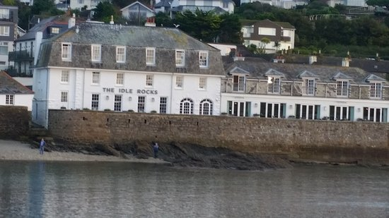 The Ship and Castle Hotel: The Idle Rocks restaurant.