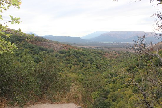 Red Caves (Kizil-Koba): вид от пещеры