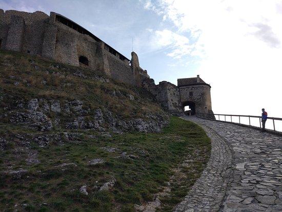 Sumeg, Hungary: Aufgang zum Burgtor