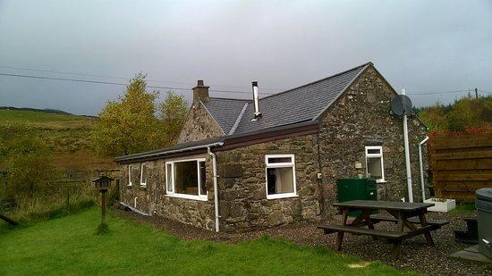 Spittal of Glenshee, UK: Cottage from the back garden