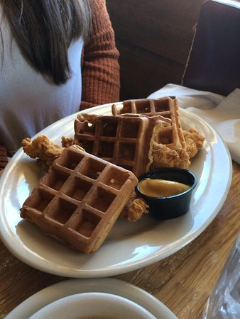 Saint Martinville, LA: Chicken and sweet potato waffles !!!