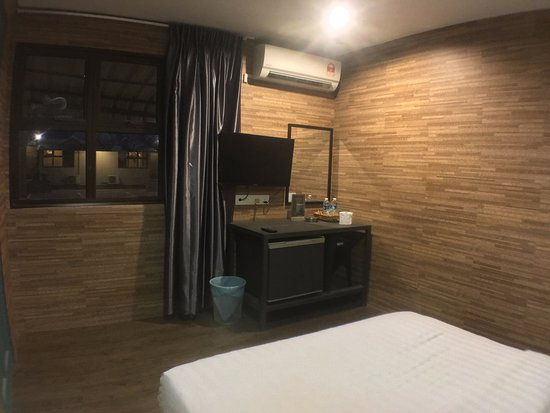 all rooms with window 32 led tv picture of talents motor park hotel klang tripadvisor. Black Bedroom Furniture Sets. Home Design Ideas