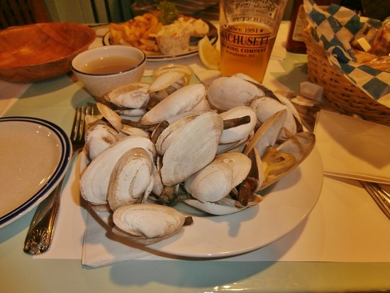 Lobster Claw: Steamers - perfectly done - and blueberry beer!