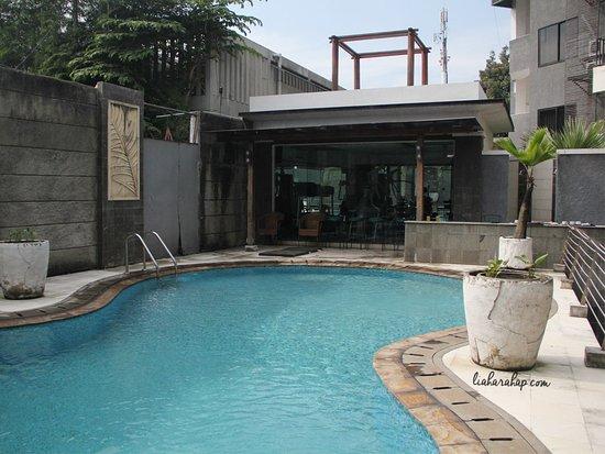 Shinju Apartement Cilandak: Swimming Pool