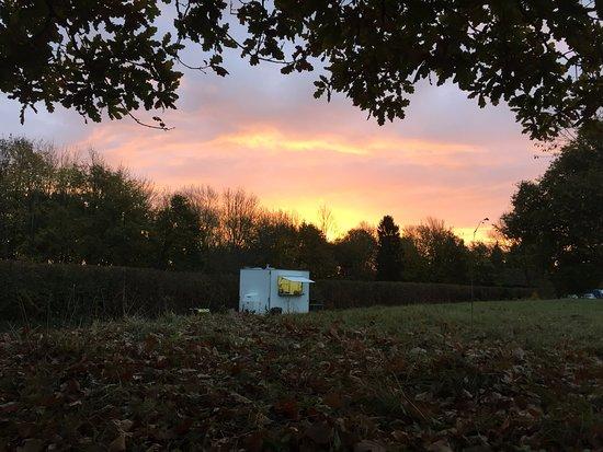 Ardingly, UK: Gorgeous Early morning Sun @ The Gourmet Burger Wagon.