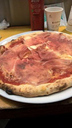 pizza napoletana scamorza affumicata e crudo