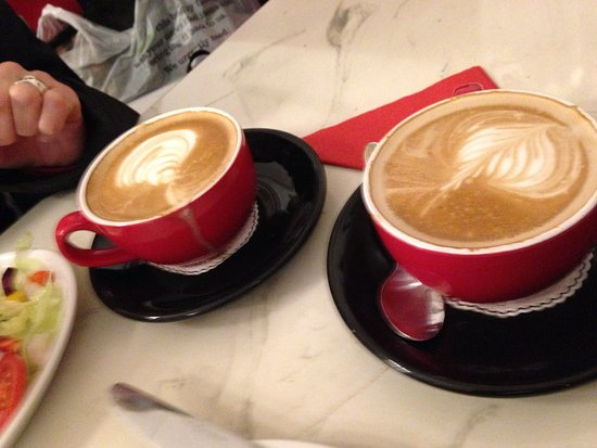 Cafe Ariete: Mmmmmm ...A flat white as a flat white should be! As it used to be.