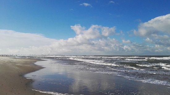 Ter Heijde, เนเธอร์แลนด์: Direct aan het strand. Heerlijk!