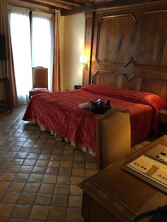 Saulieu, Prancis: Chambre et SDB