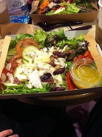 Street, UK: Chicken Salad