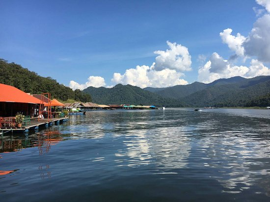 The Mae Ngat Dam & Reservoir: Approaching the floating resort