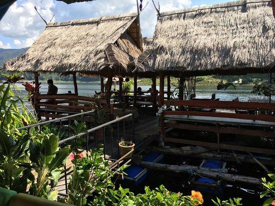 The Mae Ngat Dam & Reservoir: Floating restaurant