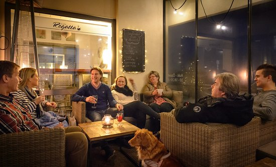 Hanko, Finlandia: Open all year round - come and hang out on out heated terrace! ;)