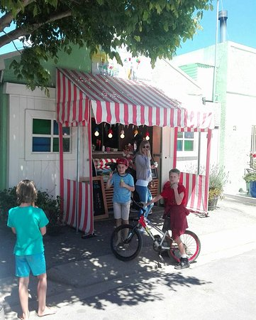 Kids queue up for delicious Gelato in Stanford.