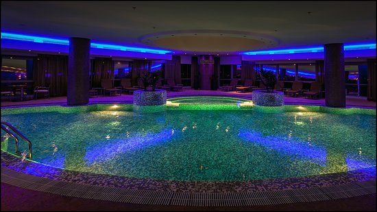 Top floor indoor pool picture of movenpick hotel west bay doha doha tripadvisor for Indoor swimming pools charlotte nc