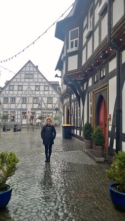 Schotten, Tyskland: Rainy day at the hotel entrace