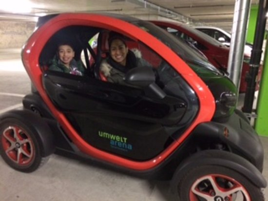 Spreitenbach, Switzerland: Take your Drivers License to test drive an electric car.