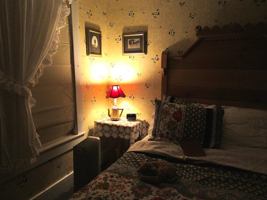 Lowell, Вермонт: The Apple Blossom Room at the Rendezvous -- a marvelous place to rest, to dream, to re-energize!