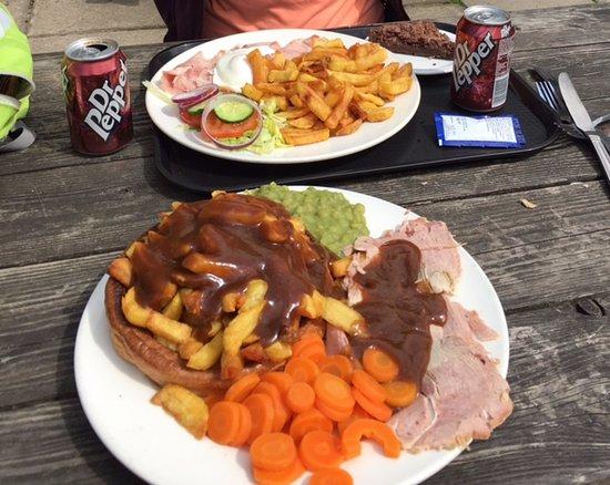 Grindleford, UK: Huge portions!