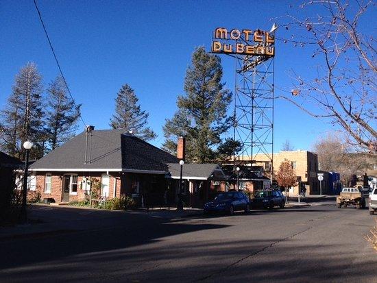 Фотография Motel DuBeau Travelers Inn & Hostel