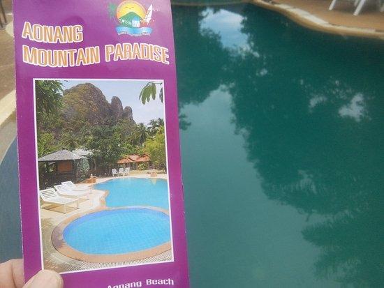 Aonang Mountain Paradise: couleur de la piscine sur le depliant et en vrai!