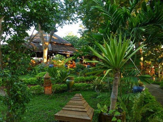 Pleasant Island: Stimmungsvoller Garten