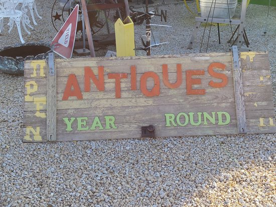 Guttenberg, IA: At Heavens Hill Antique And More.