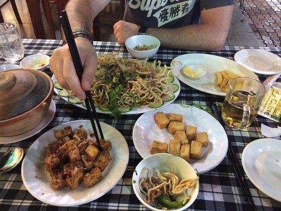 Quy Nhon, Vietnam: Lekker gegeten. Krijgt super veel eten voor relatief weinig geld. Personeel spreekt weinig Engel