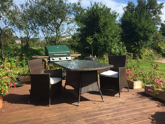 Ellingham Self-Catering Cottages: Outdoor BBQ areas for guests to enjoy