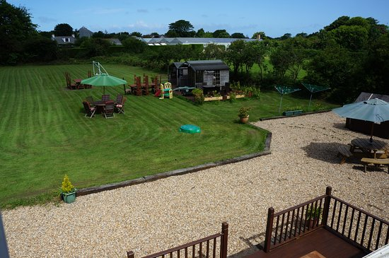 Ellingham Self-Catering Cottages: View of garden from the Three bedroom apartment