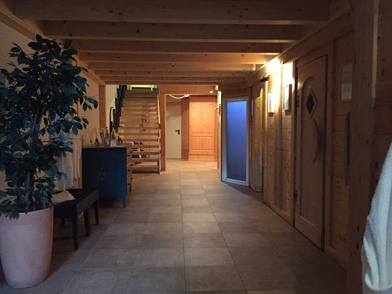 corridonio zona wellness con bagno turco e saune, spogliatoi ...