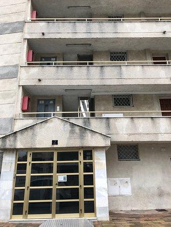 Appartement los peces Fa§ade immeuble salon cuisine chambre et wc