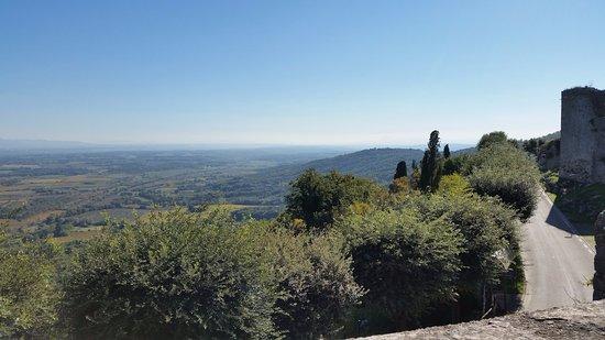 Чивителла-ин-Валь-ди-Кьяна, Италия: Vista dal borgo